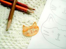 プラ板でつくる猫のブローチ