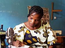 普段着のアフリカを民族布で探る