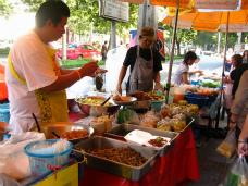タイのおふくろの味は屋台