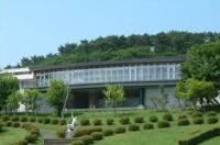 国立赤城青少年交流の家とそれを囲む山々